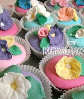 Kır Çiçekli Cupcake Porsiyon Pasta