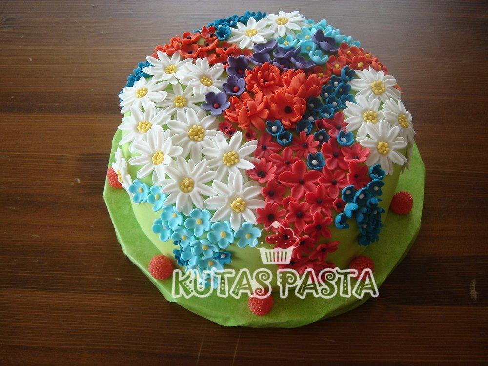Bahar Çiçekli Pasta