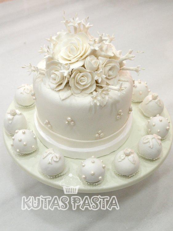 Nişan Pastası Beyaz Güllü Sedef