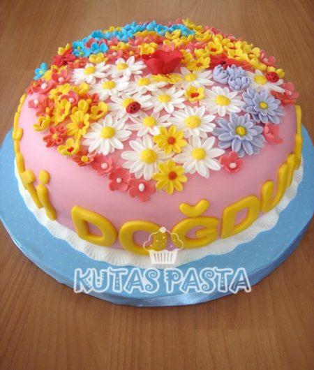 Kır Çiçekli Pasta