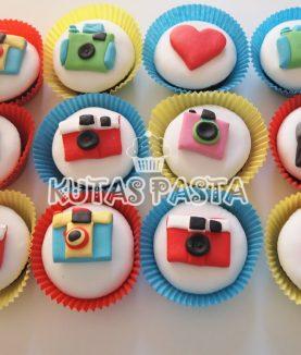 Renkli Fotoğraf Makinesi İnstagram Cupcake