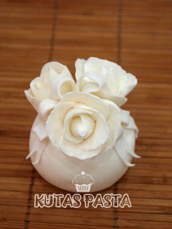 Beyaz Güllü Porsiyon Pasta