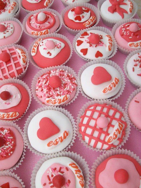 Kalpli Sevgililer Günü Cupcake