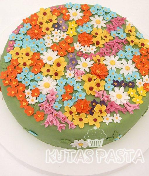 Kır Çiçekli Doğum Günü Pastası