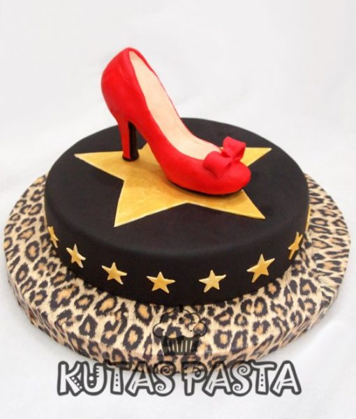 Kırmızı Topuklu Ayakkabı Pasta