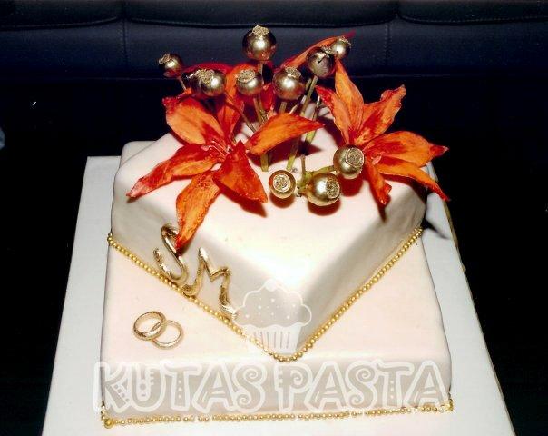 Nişan Pastası Lilyum Altın İşleme