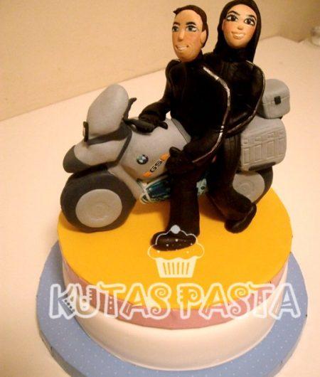Motosikletli BMW Pasta