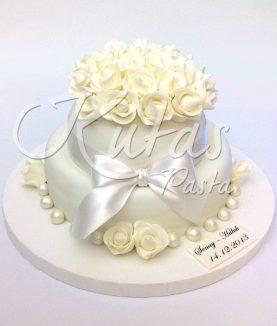 Beyaz Güllü Nişan Pastası