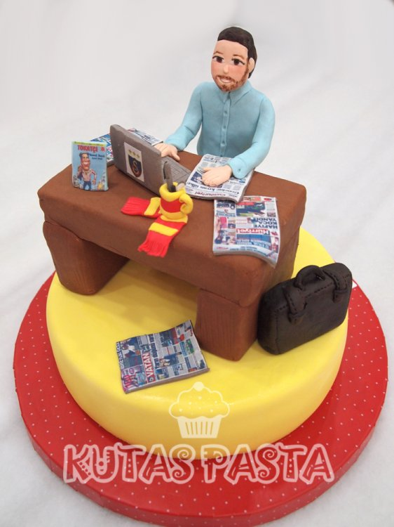 Galatasaraylı Ofis Çalışan Pasta