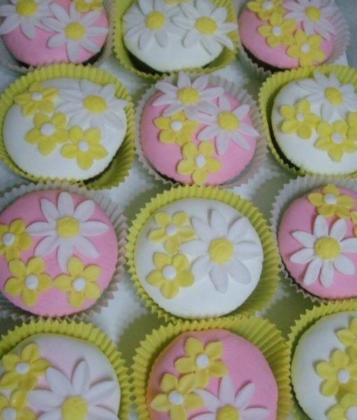 Çiçekli Cupcake