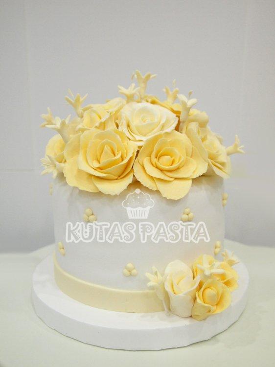 Sarı Güllü Nişan Pasta