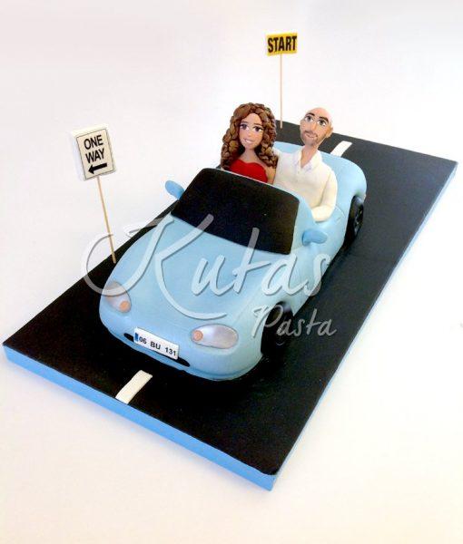 Sevgililer Arabalı Pasta