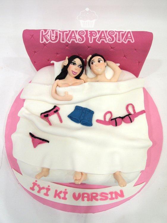 Sevişen Çift Yatak Seksi Pasta
