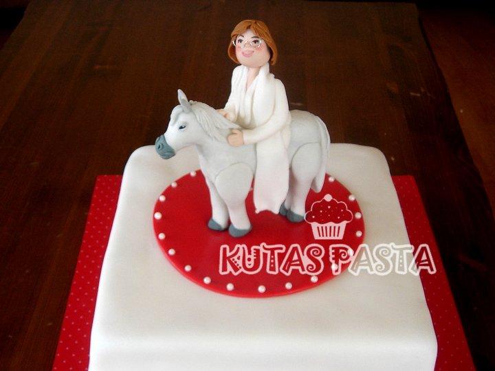 Atlı Tansu Çiller Pasta