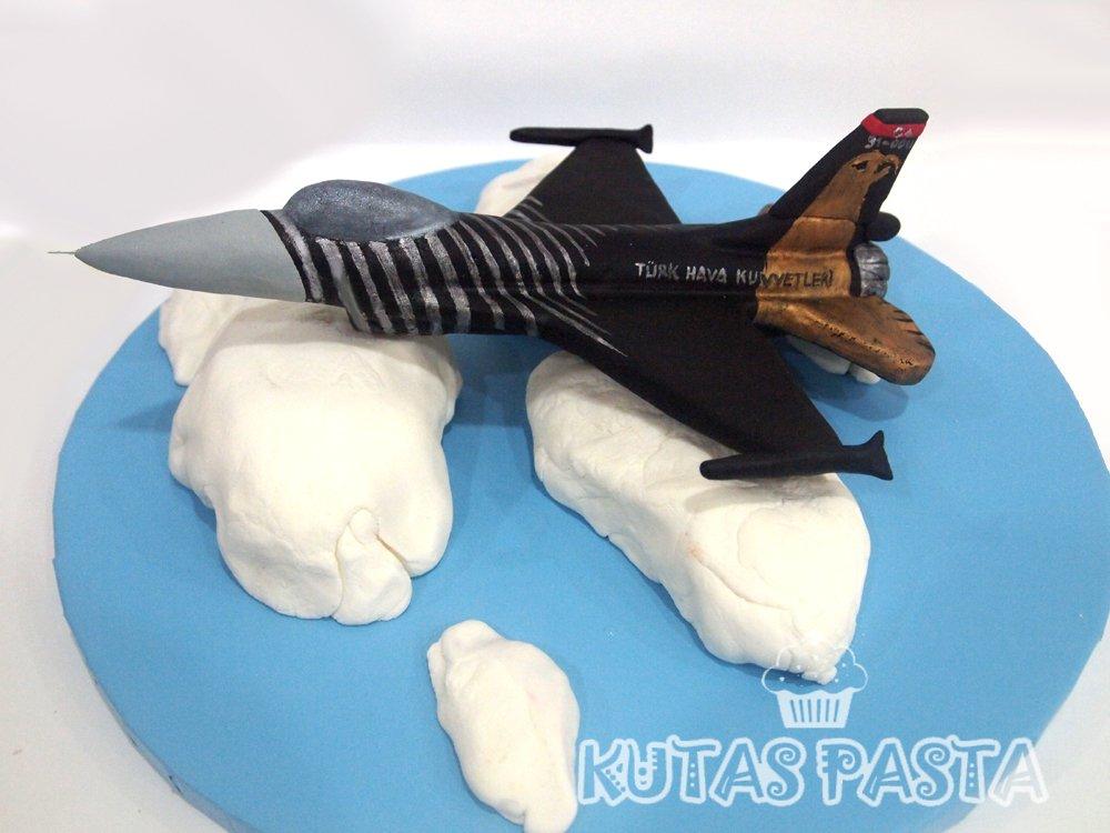 Uçak F16 Pasta