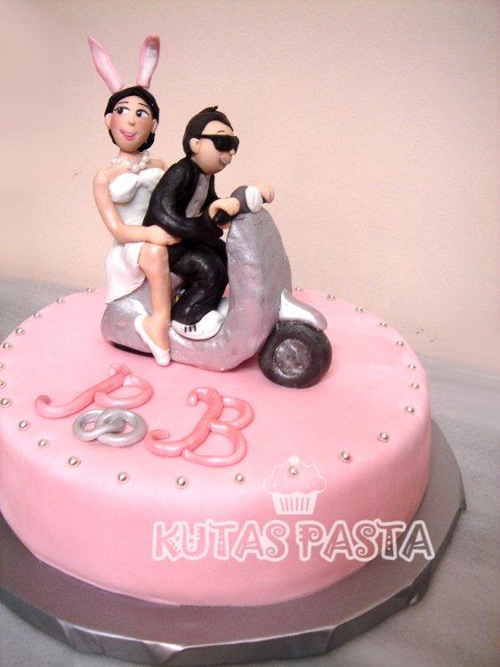 Motosikletli Nişan pastası Vespa
