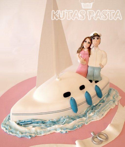 Yelkenli Tekne Nişan Pastası